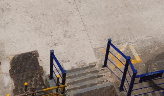 Mycie i czyszczenie posadzek przemysłowych